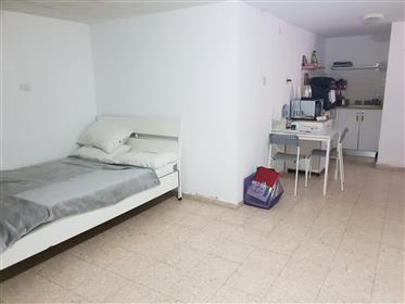 Chalet rénové, spacieux, lumineux et calme, 240 M², à Ashkelon