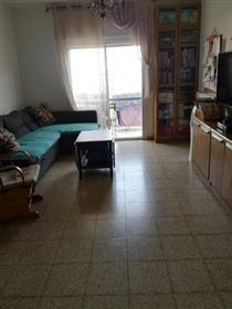 """דירה מרווחת, 107 מ""""ר, 4 חדרים, ב פסגת זאב, ירושלים"""