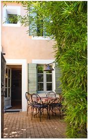 Linda casa da vila de 96m2 com pequeno jardim