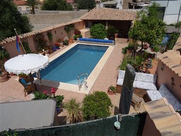 Krásný vesnický dům s bazénem