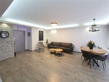 דירה משופצת, 4 חדרים 139SQM, עם נוף יפה ופתוח, באשדוד