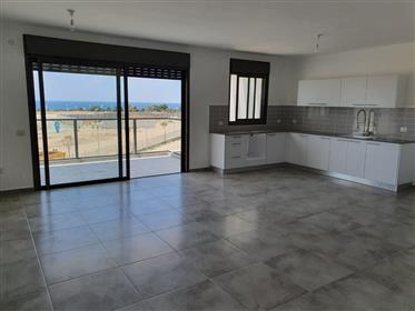 """דירה חדשה ומדהימה, 5 חדרים, 120 מ""""ר עם נוף לים, בנהריה"""