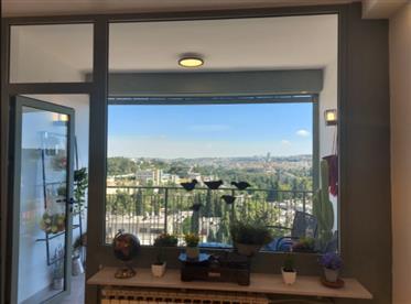 דירה משופצת כחדשה, בבית הכרם, ירושלים