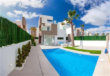 Nová vila s bazénem, u pláže