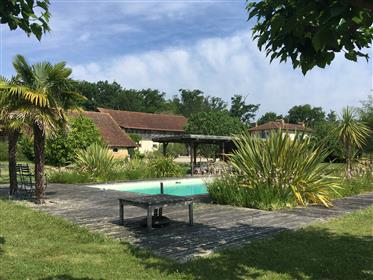 Loft luxuoso, chalé e antiga fazenda com piscina na 3Ha