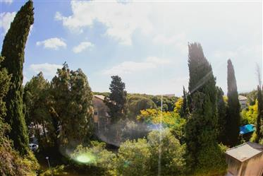 דירה מדהימה, יוקרתית משופצת, בחיפה