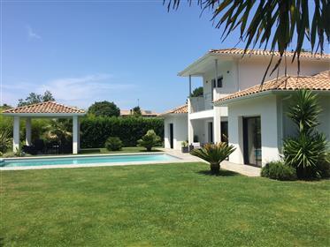 Villa White Pearl à venda perto do oceano