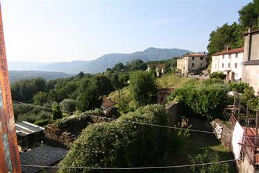 Casa em uma pequena vila panorâmica