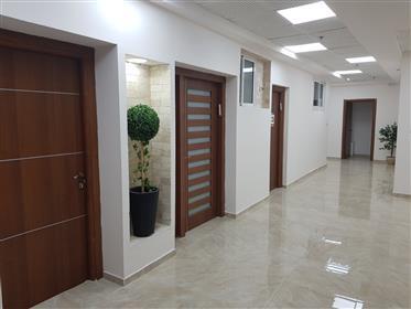 Bureaux à louer, À partir de 25 M² à 70 M², 1 600Nis, à Afula