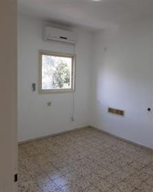 Appartement 4 pièces à vendre, 90M², emplacement privilégié, à Rishon Lezion