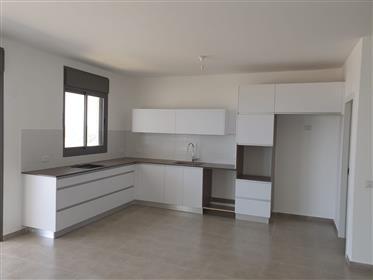 Nouveau bel appartement de 5 chambres au pays de la mer à Achziv