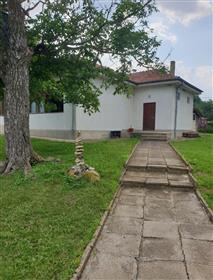 Къщи в село близо до град Варна-България