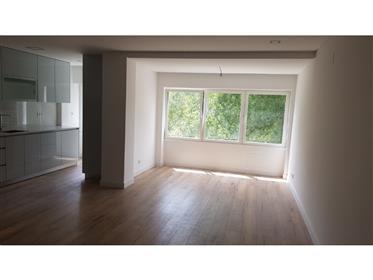 Apartamento T3 totalmente remodelado em Carcavelos