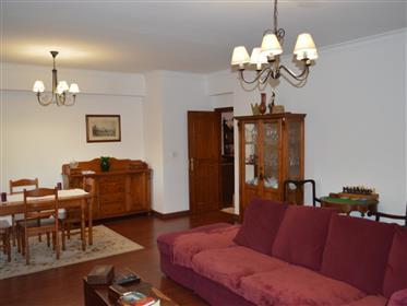 Apartamento T3 transformado em T2 em Queluz de Baixo