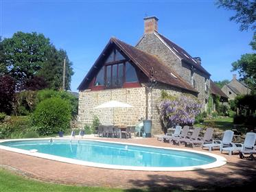 Detached country house with swimming pool, 2 gîtes and garag...