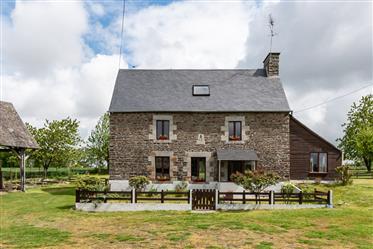Maison de campagne indépendante avec annexes et garage sur un terrain de 10.050 m².