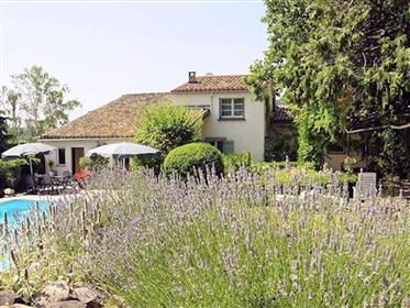 Detached house (former winery) with swimming pool, 2 gîtes and garage on 2,162 m².