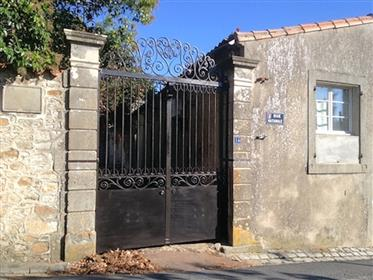 Detached house (former winery) with swimming pool, 2 gîtes a...