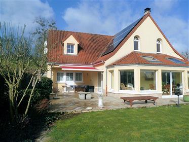 Detached, spacious villa (2007) in excellent condition on 1,...