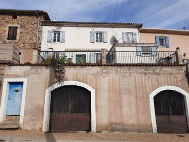 Charmante maison de village à rénover de 95 m² habitables, t...