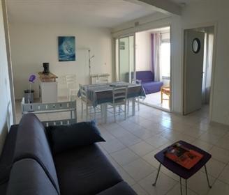 Appartement meublé de 41 m² avec loggia, une chambre et vues sur mer !