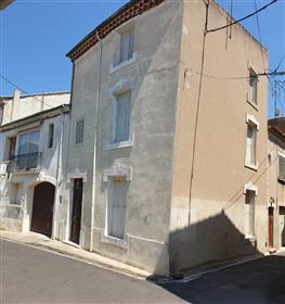 Belle maison de caractère rénovée avec studio, dans une ville animée sur le Canal du Midi.
