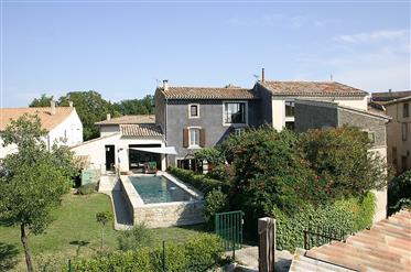 Beautiful property with main residence of 6 bedrooms and a g...