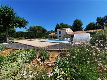 Charmante villa de 170 m² habitables sur 2600 m² avec piscin...