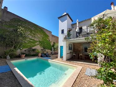 Exceptionnelle maison de Maître et son ramonetage avec terrasse, jardins, piscine et remises.