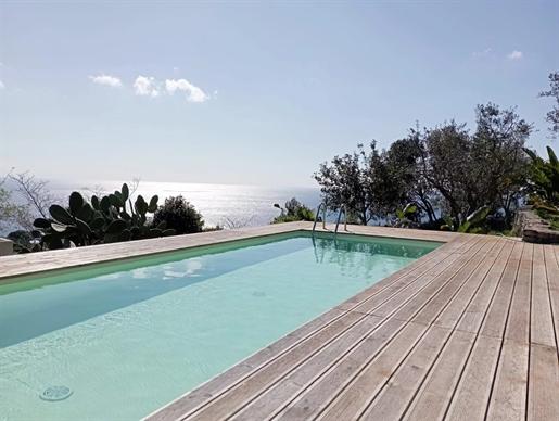 Spettacolare villa vista mare a marina di Novaglie, due livelli, tre camere da letto e gia