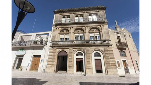 Historic palace for sale in Salento, built in the typical Lecce baroque style with a wonde