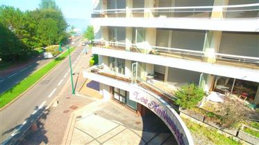 One bedroom apartment on Lakefront in Evian Centre