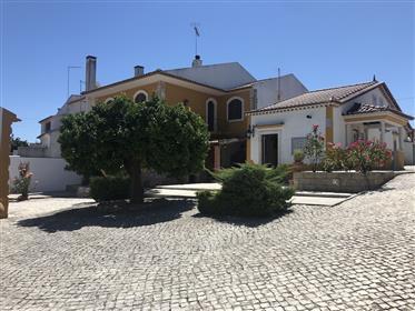 Quinta com vários edifícios e grande potencial para Al em Rio Maior