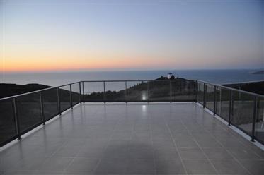 Fantástica moradia moderna com vista para o mar ao lado da N...