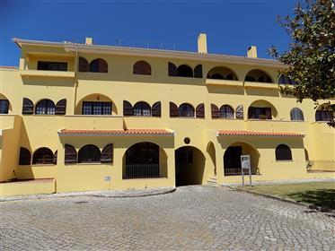 Apartamento T1 na zona de Óbidos