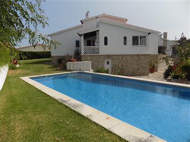 Belle villa de 4 chambres de style traditionnel- Première li...
