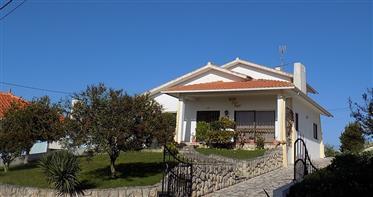 Bela propriedade na zona oeste - Boa localização  perto Alcobaça