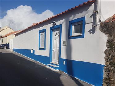 Pequena casa T2 em zona calma – Restauro total em 2016