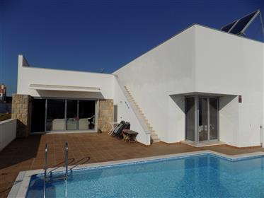 Casa contemporânea T3 perto de Alcobaça