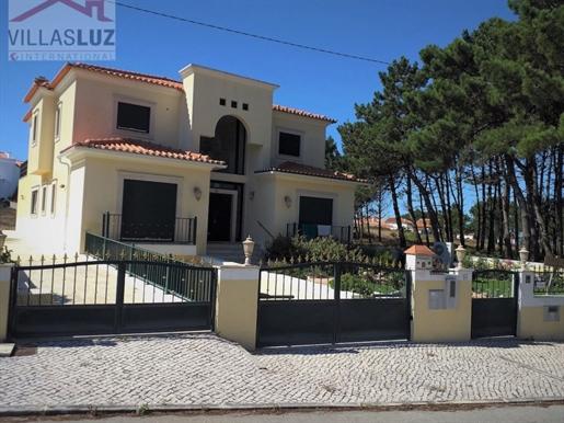 Moradia com 4 suites a 1 km da praia de Salir do Porto
