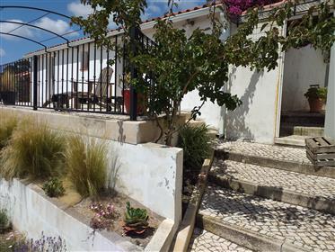 2 casas numa bela propriedade a menos de 1 hora de Lisboa