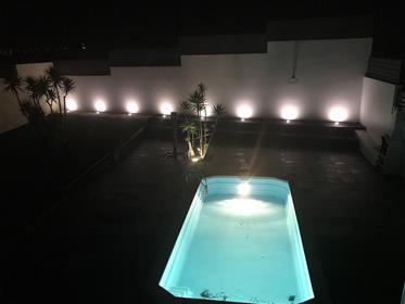 Moradia Moderna estilo contemporâneo com piscina mobilada na Praia da Nazaré