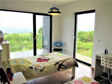 Maison moderne de première ligne avec une excellente vue mer...