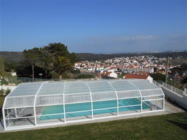 Moradia isolada com anexo, piscina coberta e vista para a la...