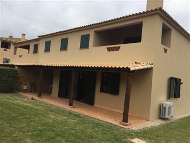 Excellente villa 2 chambres dans le centre d'Algoz / Silves