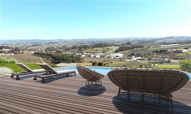 Fantástica Moradia isolada com piscina, perto da praia e vista panorâmica para o campo e Serra de Ai
