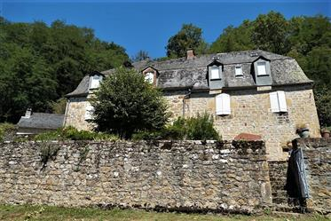 Turenne, beautiful Correzian buildings from 17th/19th centuries on 26000m²