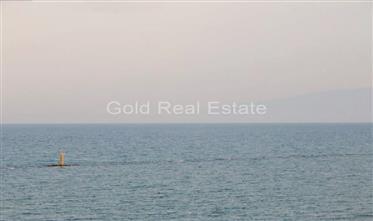 Κτήριο ενοικιαζόμενων δωματίων μπροστά στη θάλασσα!