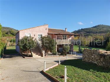 Villa met ruime garage op 2730m² perceel