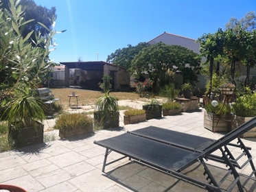 Beautiful property with annexes on 1600m2 of wooded land